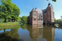 Schloss Cannenburch Holland im Sommer
